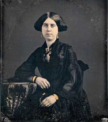 530px-Lady_in_black,_daguerreotype